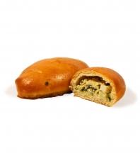 Пирожок печеный с луком и яйцом