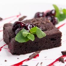 Десерт Брауни с вишней